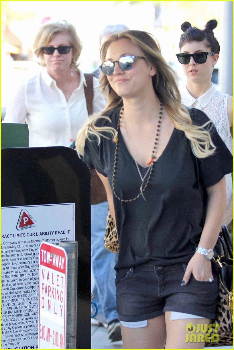 kaley cuoco lunches with sister briana 172993165