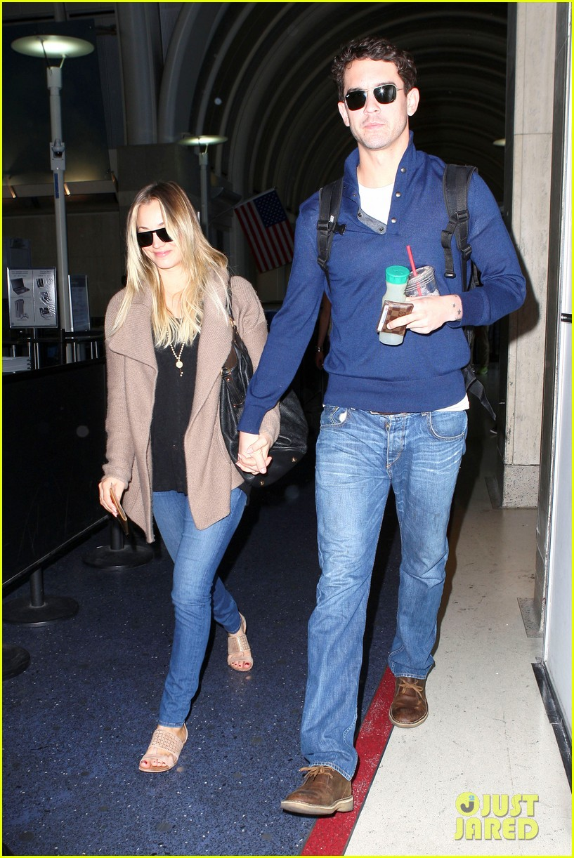 kaley cuoco sets wedding date before holiday with ryan sweeting 083001374