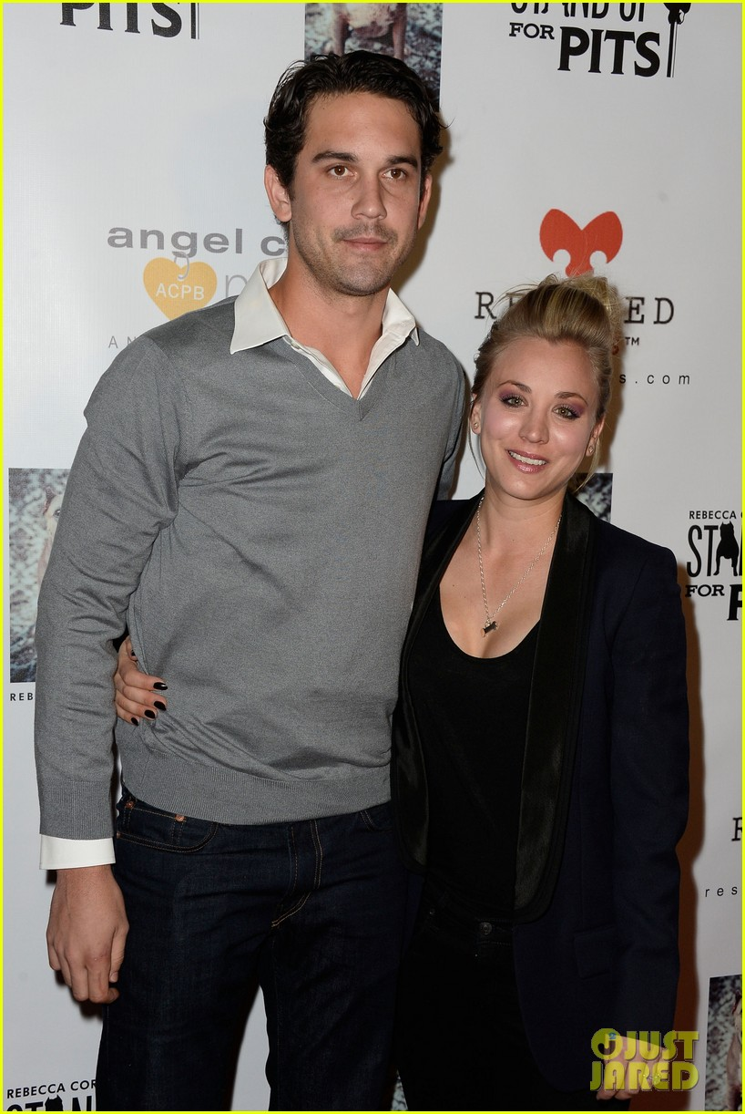 kaley cuoco ryan sweeting stand up for pits 112985954
