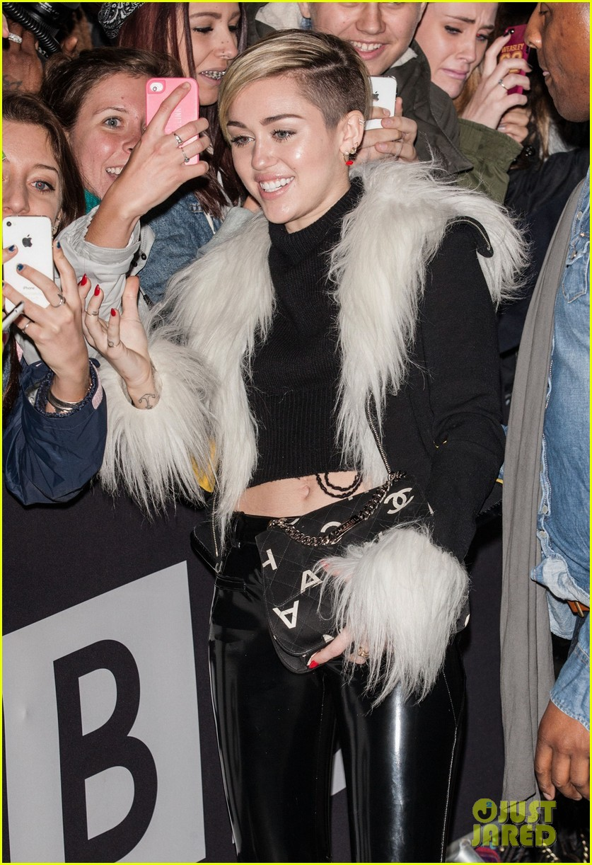 miley cyrus steps out after lighting blunt at mtv ema 2013 032990966