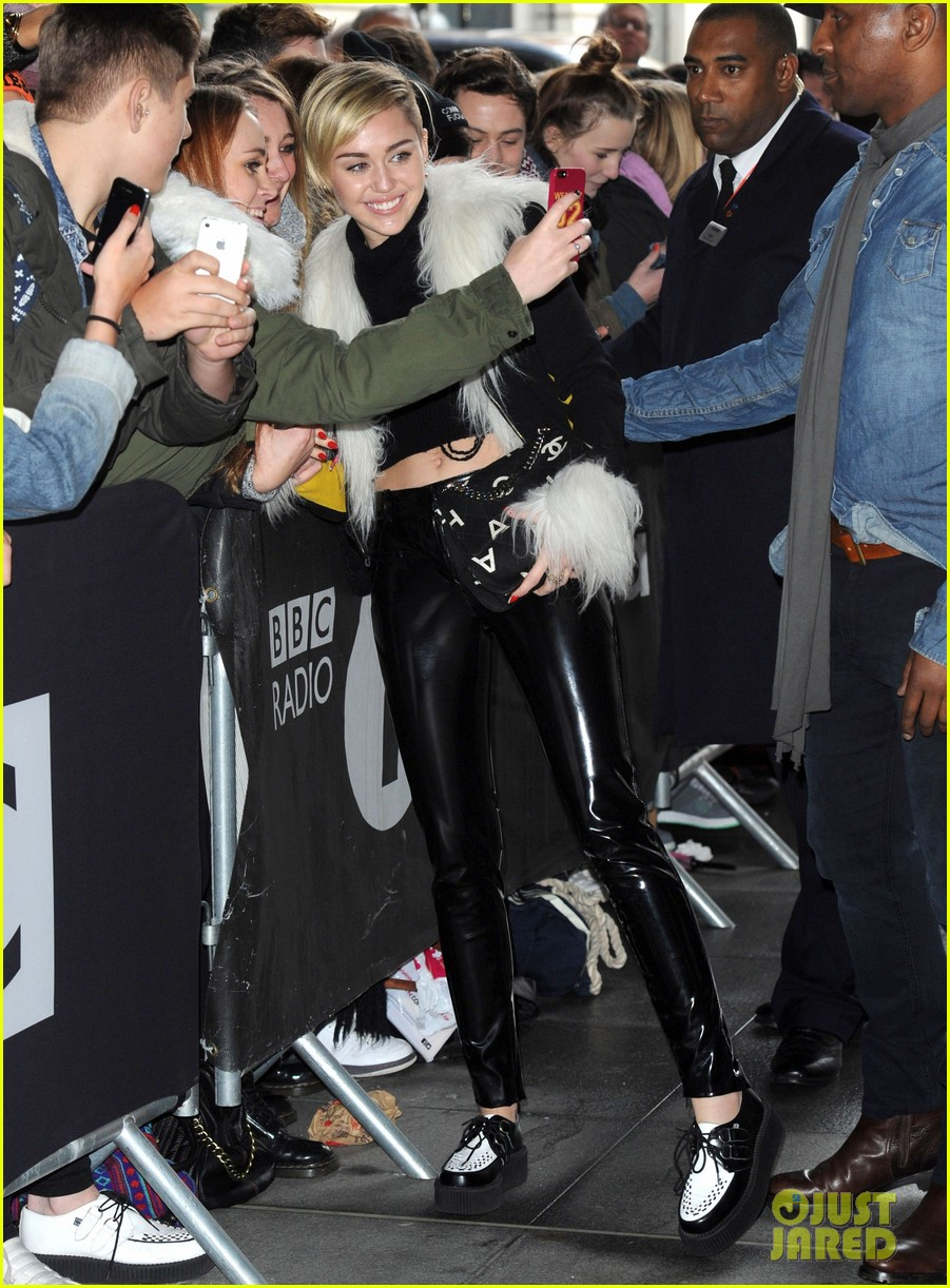 miley cyrus steps out after lighting blunt at mtv ema 2013 05