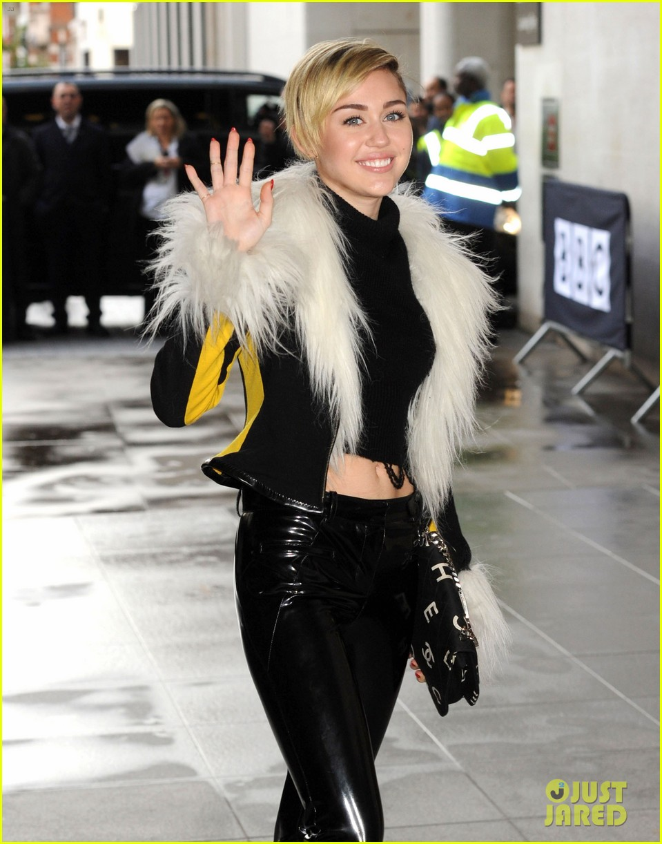 miley cyrus steps out after lighting blunt at mtv ema 2013 192990982