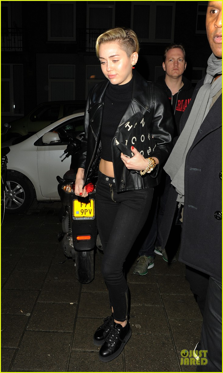 miley cyrus greenhouse coffee stop with cara delevingne 012988676