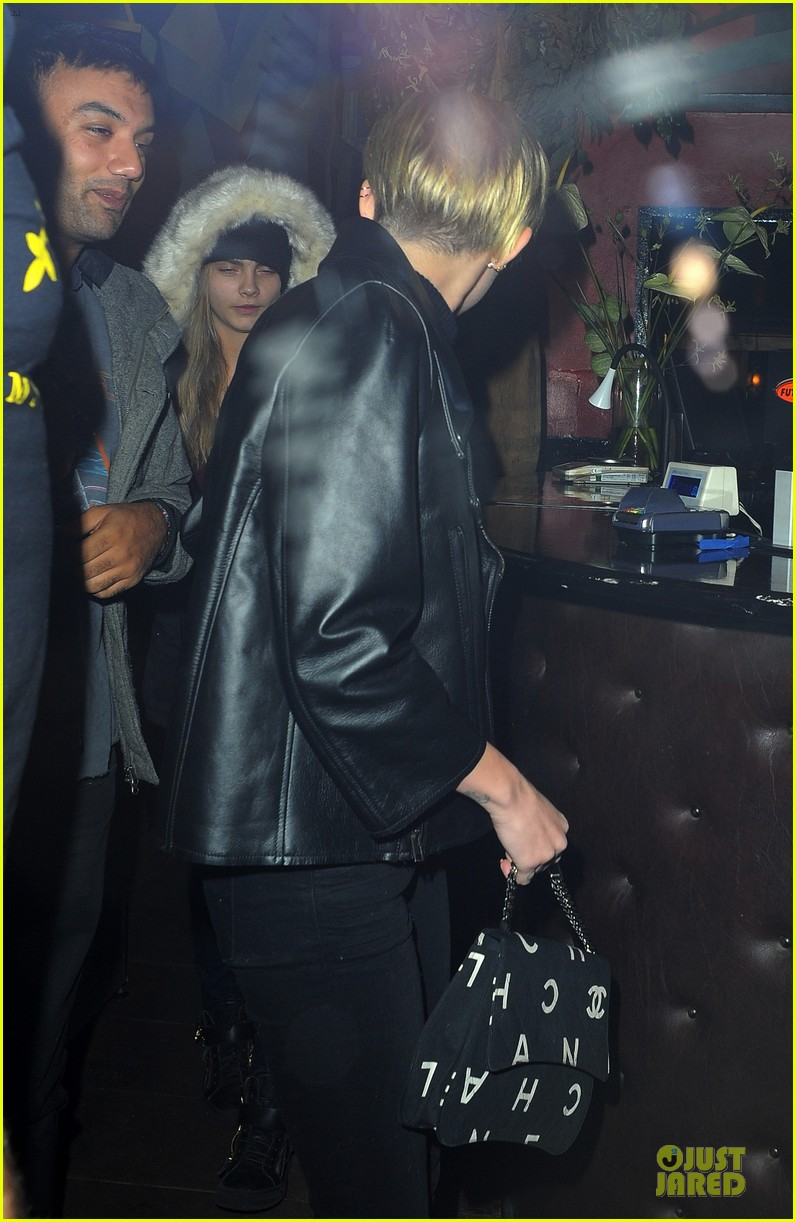 miley cyrus greenhouse coffee stop with cara delevingne 042988679