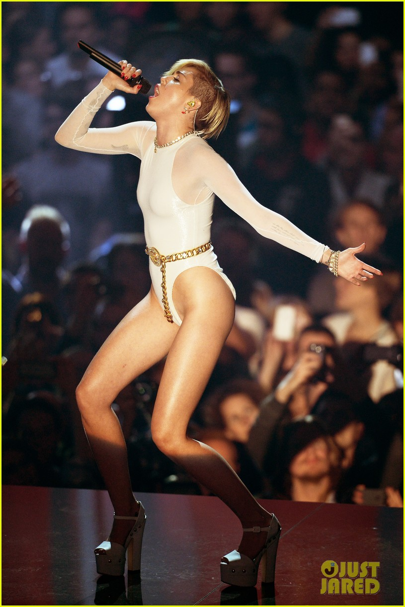 miley cyrus wrecking ball at mtv ema 2013 video 042989886