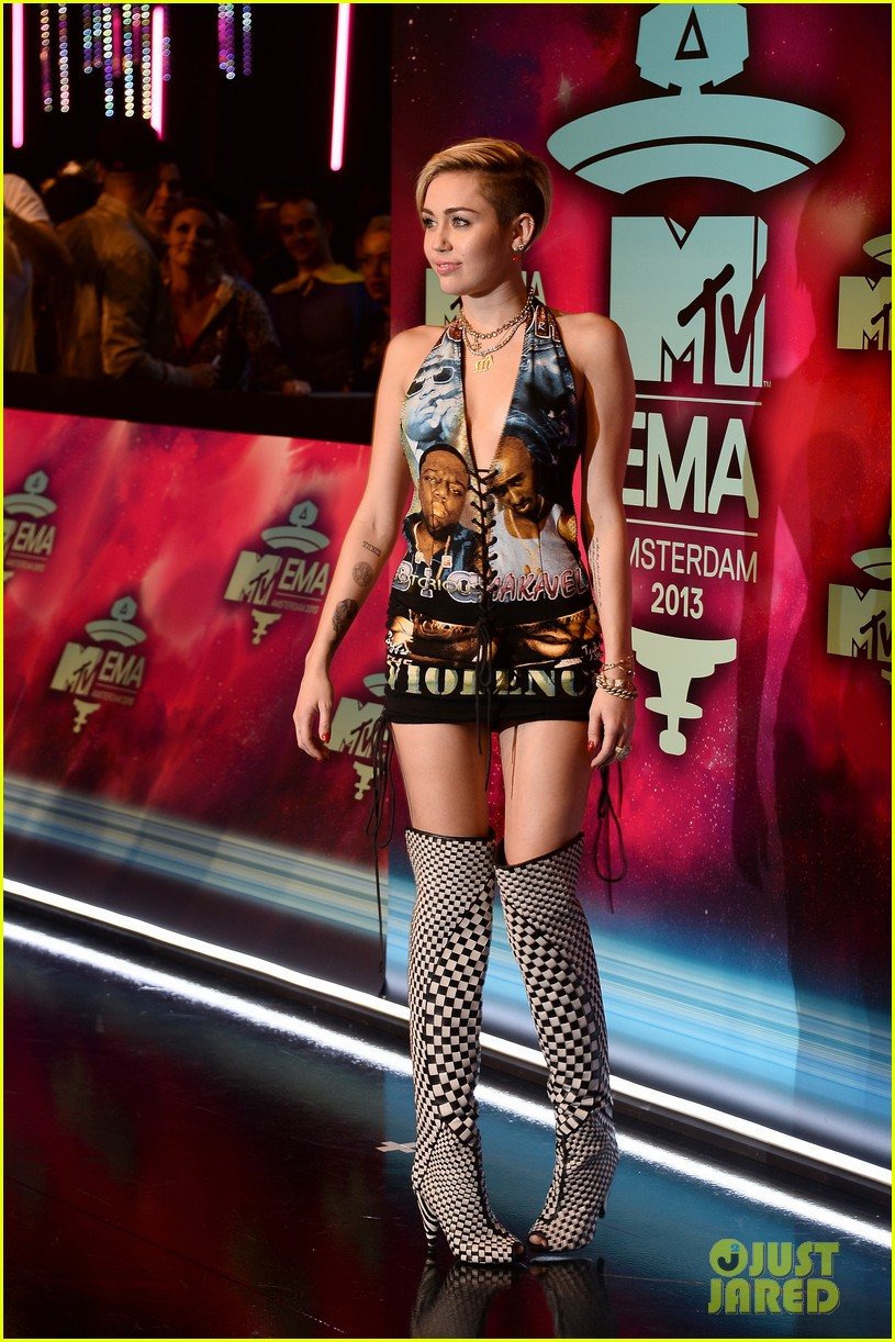 miley cyrus please stop violence dress at mtv ema 2013 142989800
