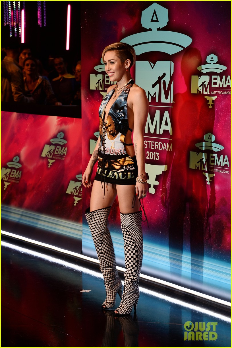 miley cyrus please stop violence dress at mtv ema 2013 152989801