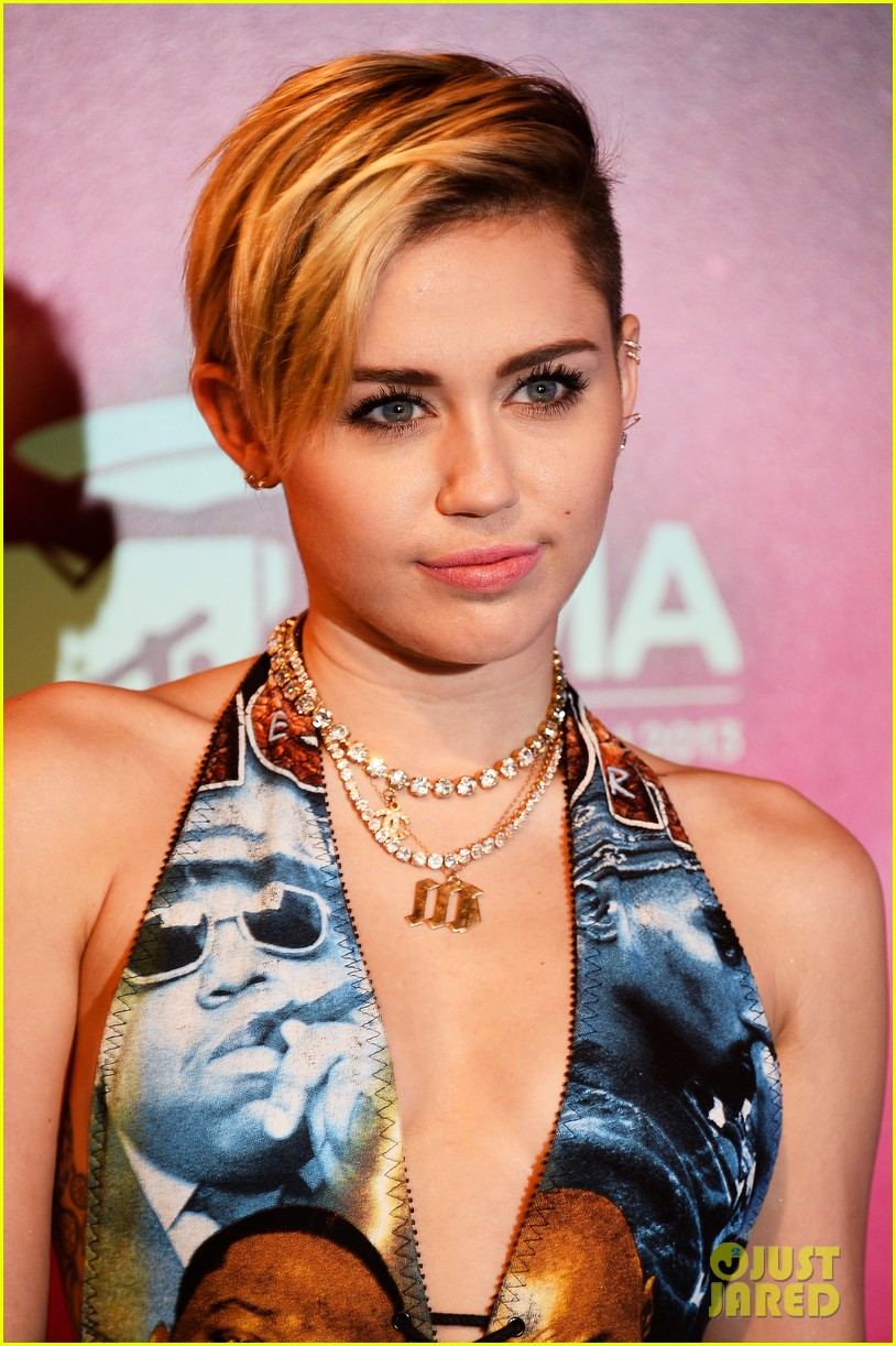 miley cyrus please stop violence dress at mtv ema 2013 182989804