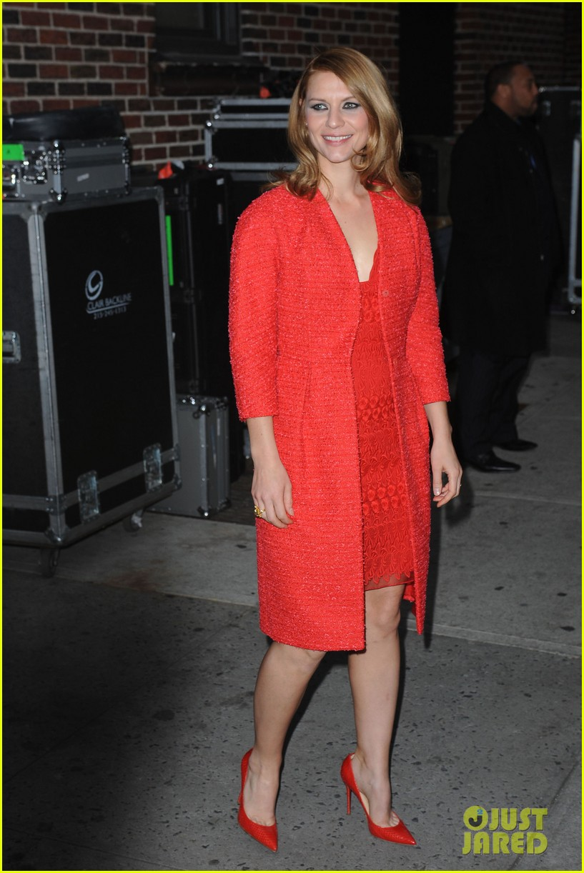 claire danes debuts brunette hair on letterman 092992933