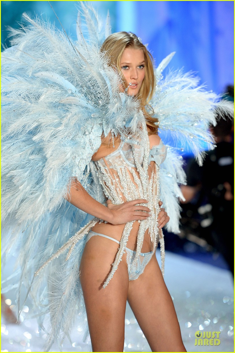 cara delevingne toni garrn victorias secret fashion show 2013 07