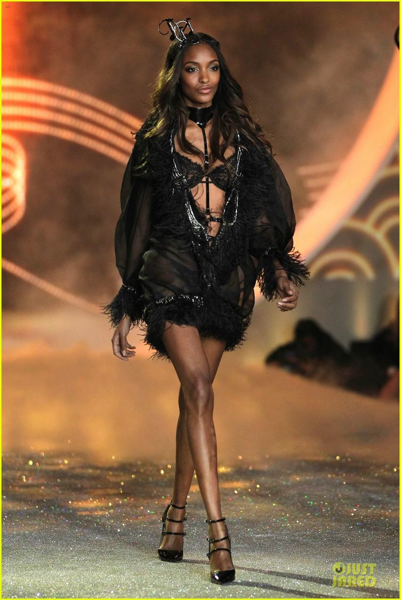 cara delevingne toni garrn victorias secret fashion show 2013 16