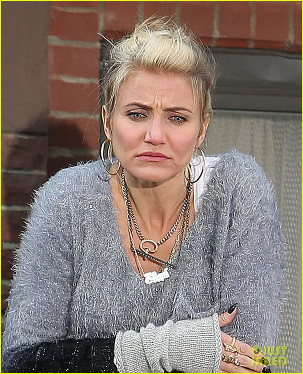 cameron diaz as miss hannigan in annie movie first look 04