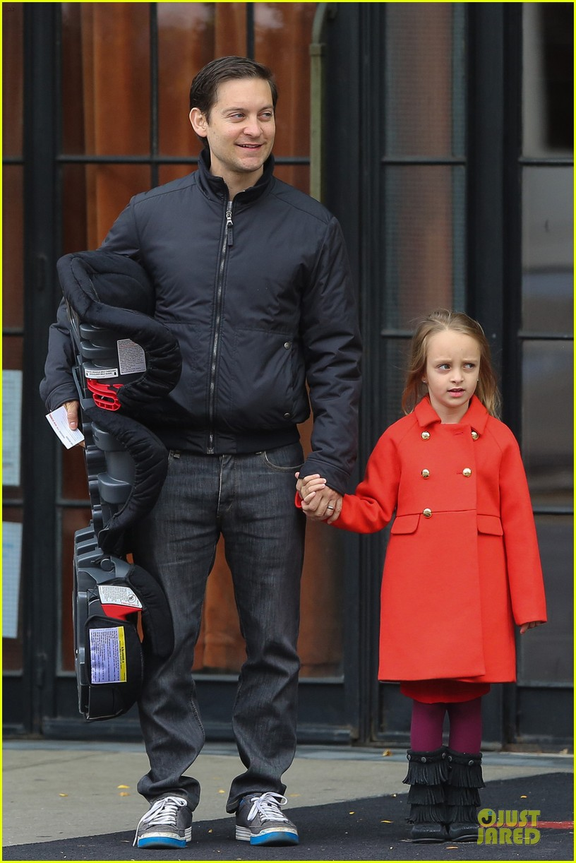 leonardo dicaprio cares for tobey maguire daughter ruby 032989233