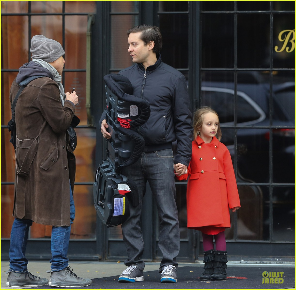 leonardo dicaprio cares for tobey maguire daughter ruby 052989235