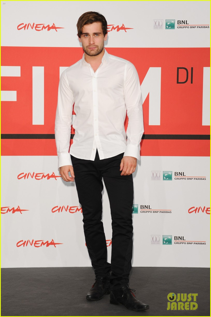 douglas booth damian lewis romeo juliet rome photo call 062990276