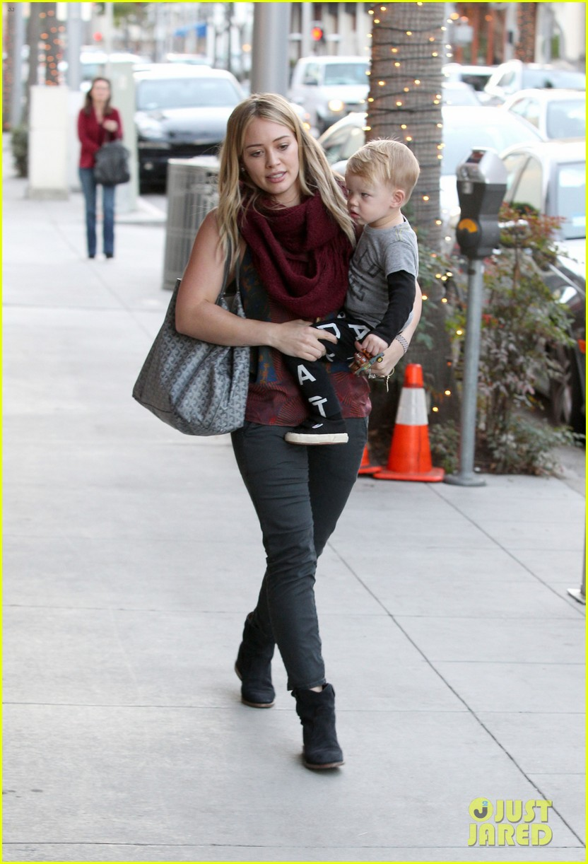 hilary duff mike comrie take luca to get his hair cut 033001609