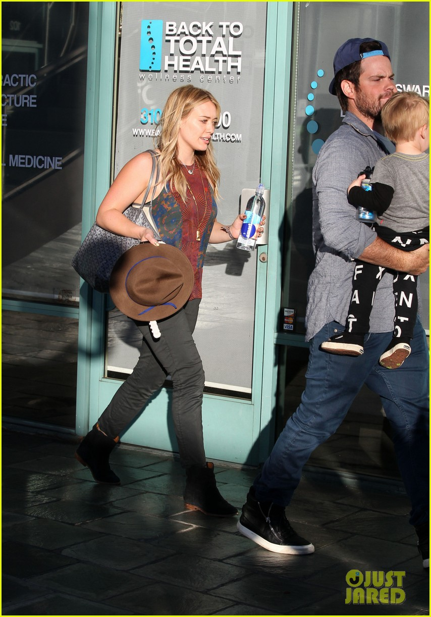 hilary duff mike comrie take luca to get his hair cut 063001612