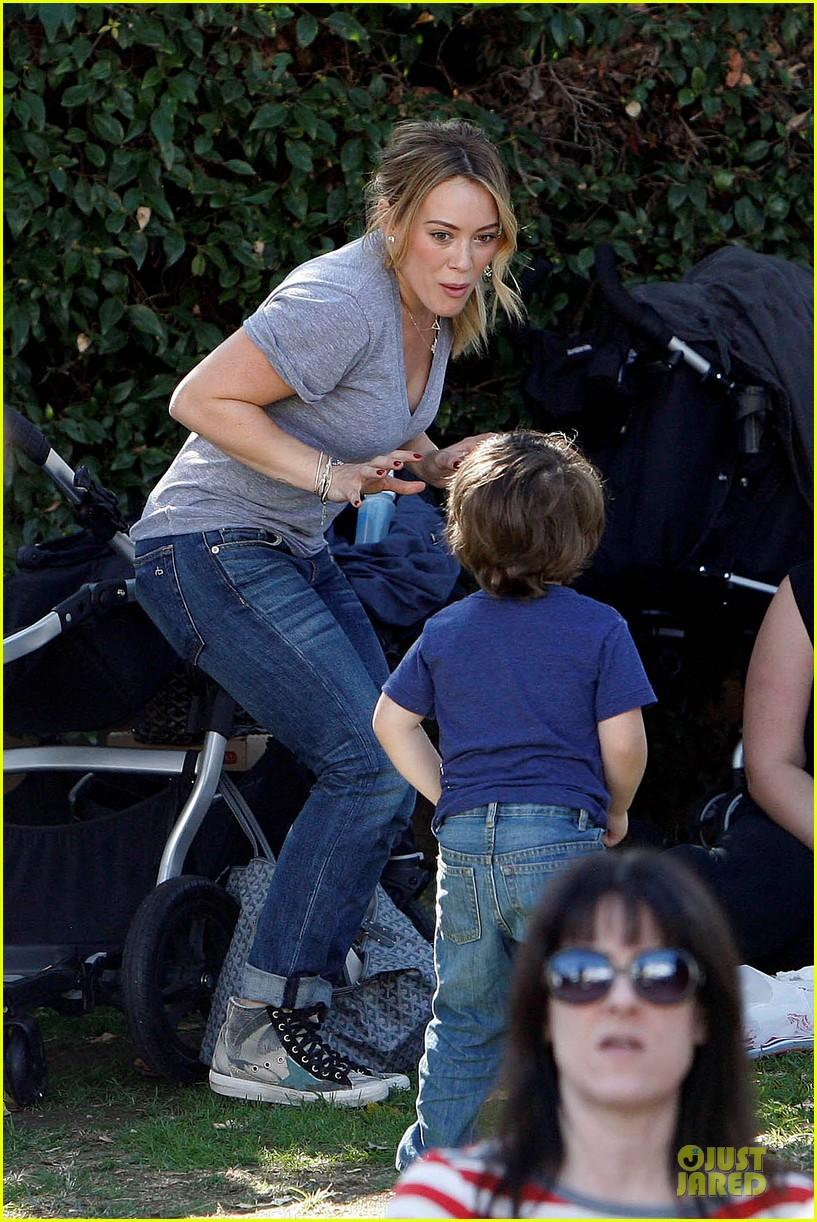 hilary duff monday workout after farmer market fun 172990674