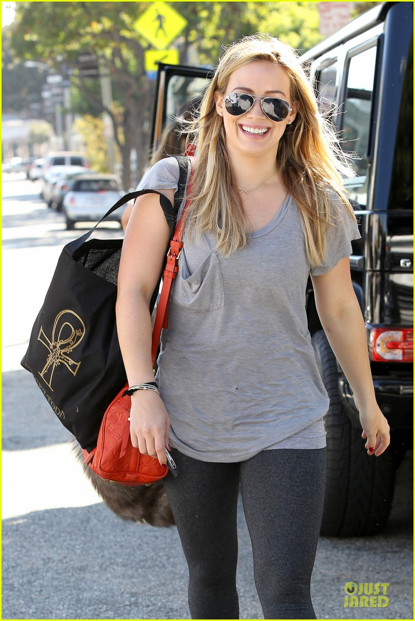 hilary duff monday workout after farmer market fun 332990690