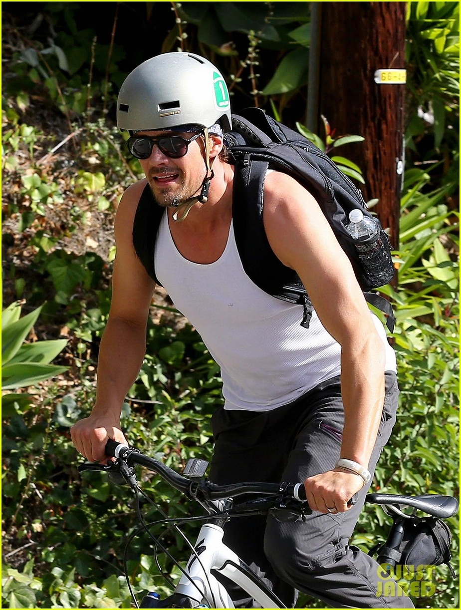 josh duhamel bares his biceps in muscle tank on bike ride 023000998