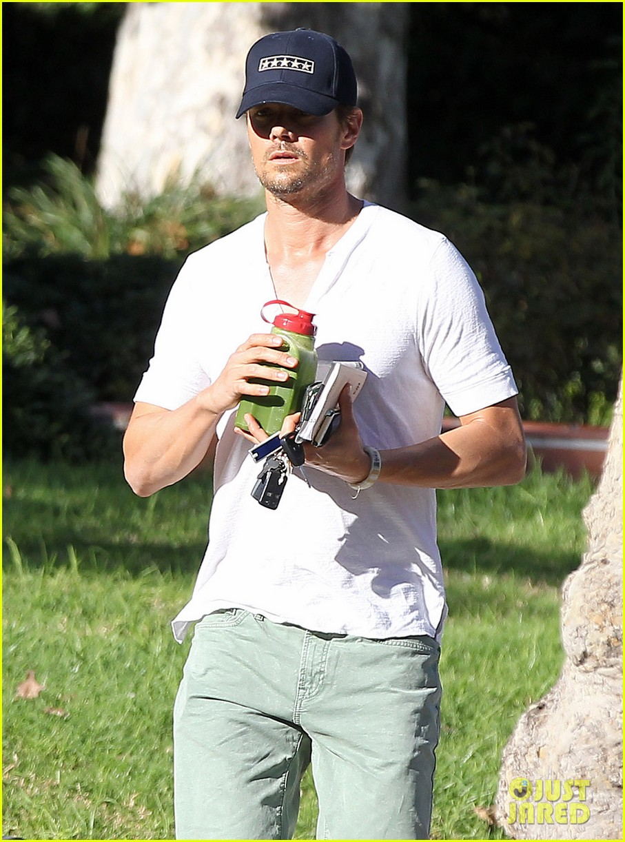 josh duhamel bares his biceps in muscle tank on bike ride 043001000