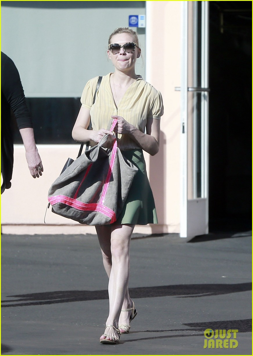 kirsten dunst mall visit with mom 01