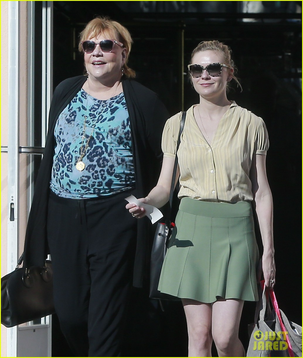 kirsten dunst mall visit with mom 022991577