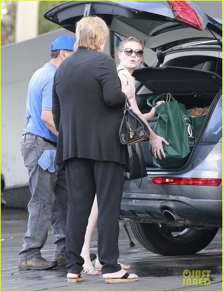 kirsten dunst mall visit with mom 032991578