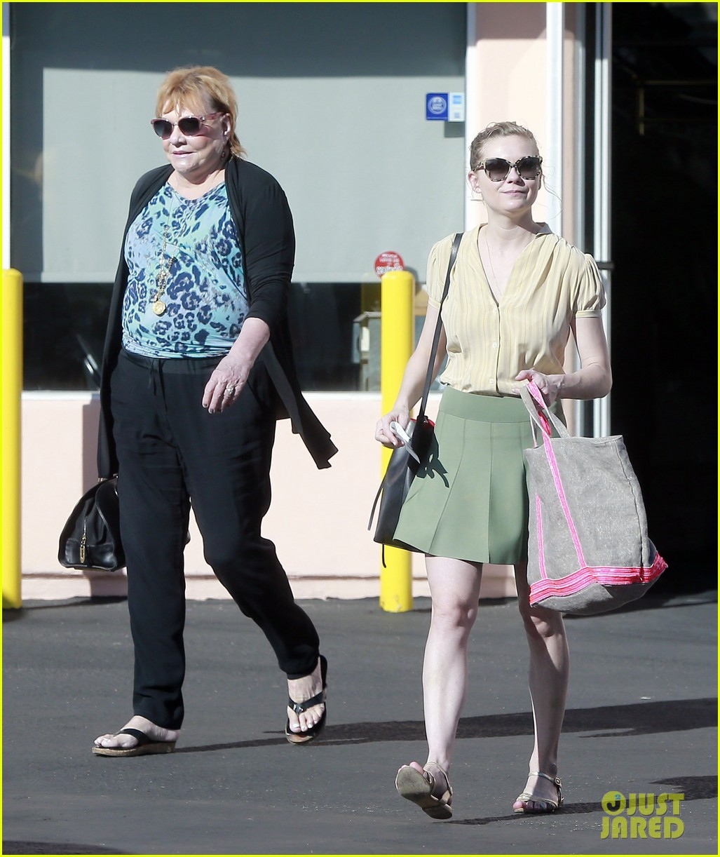 kirsten dunst mall visit with mom 052991580