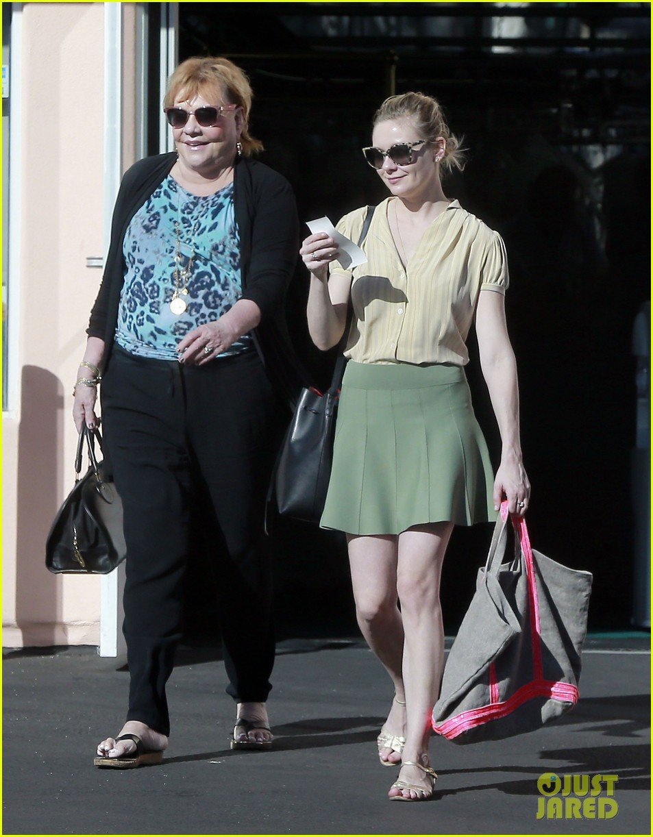 kirsten dunst mall visit with mom 082991583