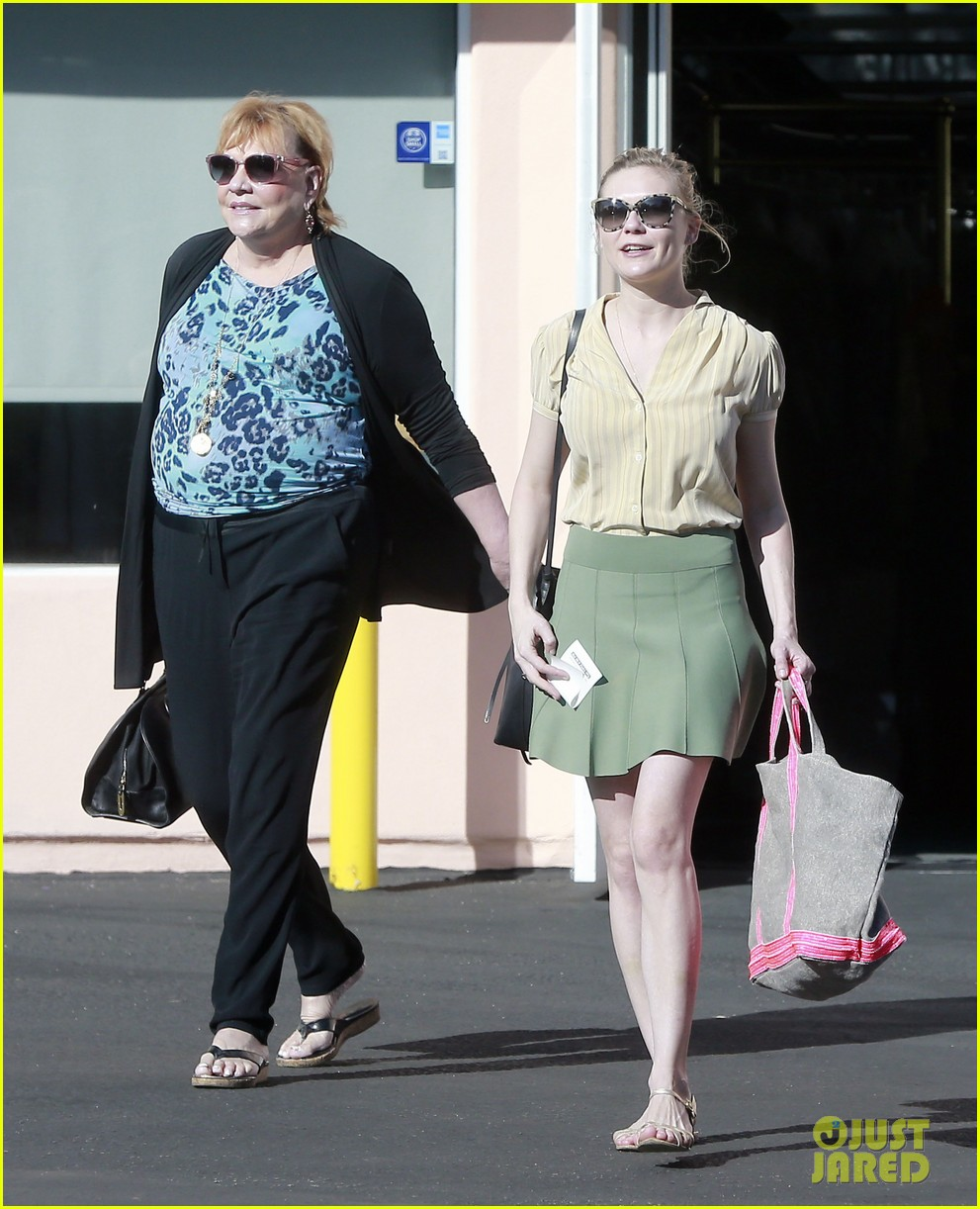 kirsten dunst mall visit with mom 092991584