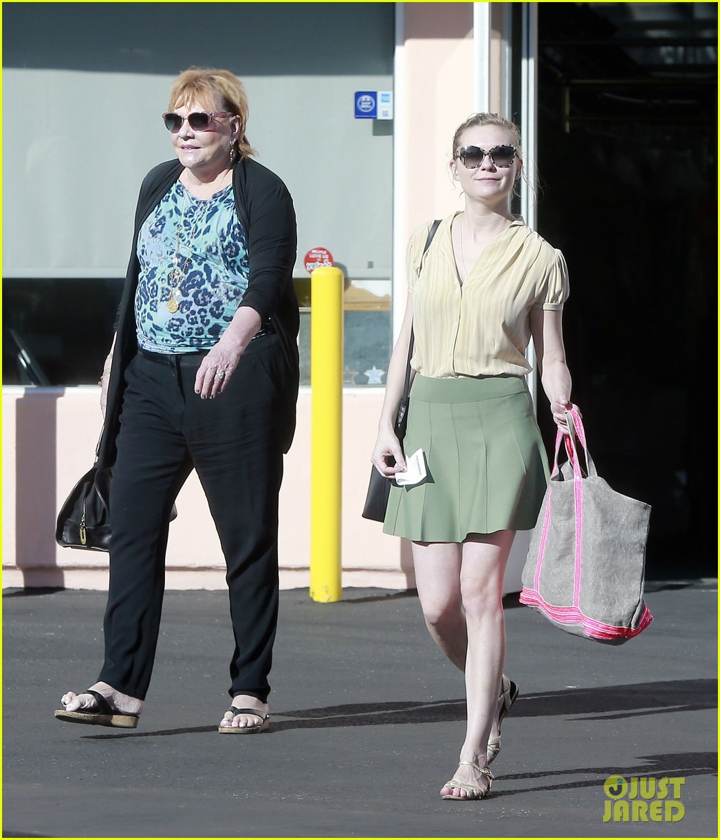kirsten dunst mall visit with mom 102991585