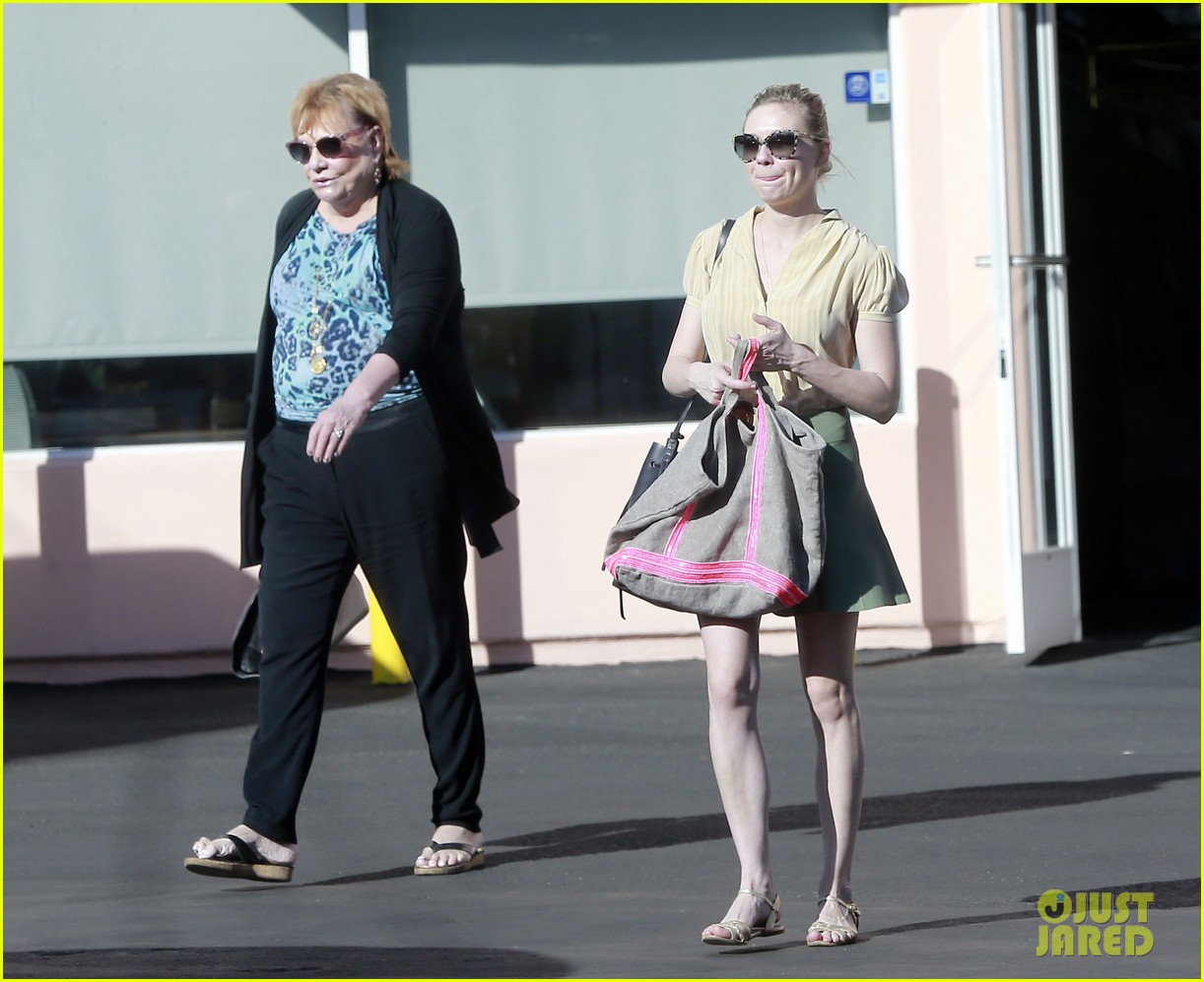kirsten dunst mall visit with mom 112991586