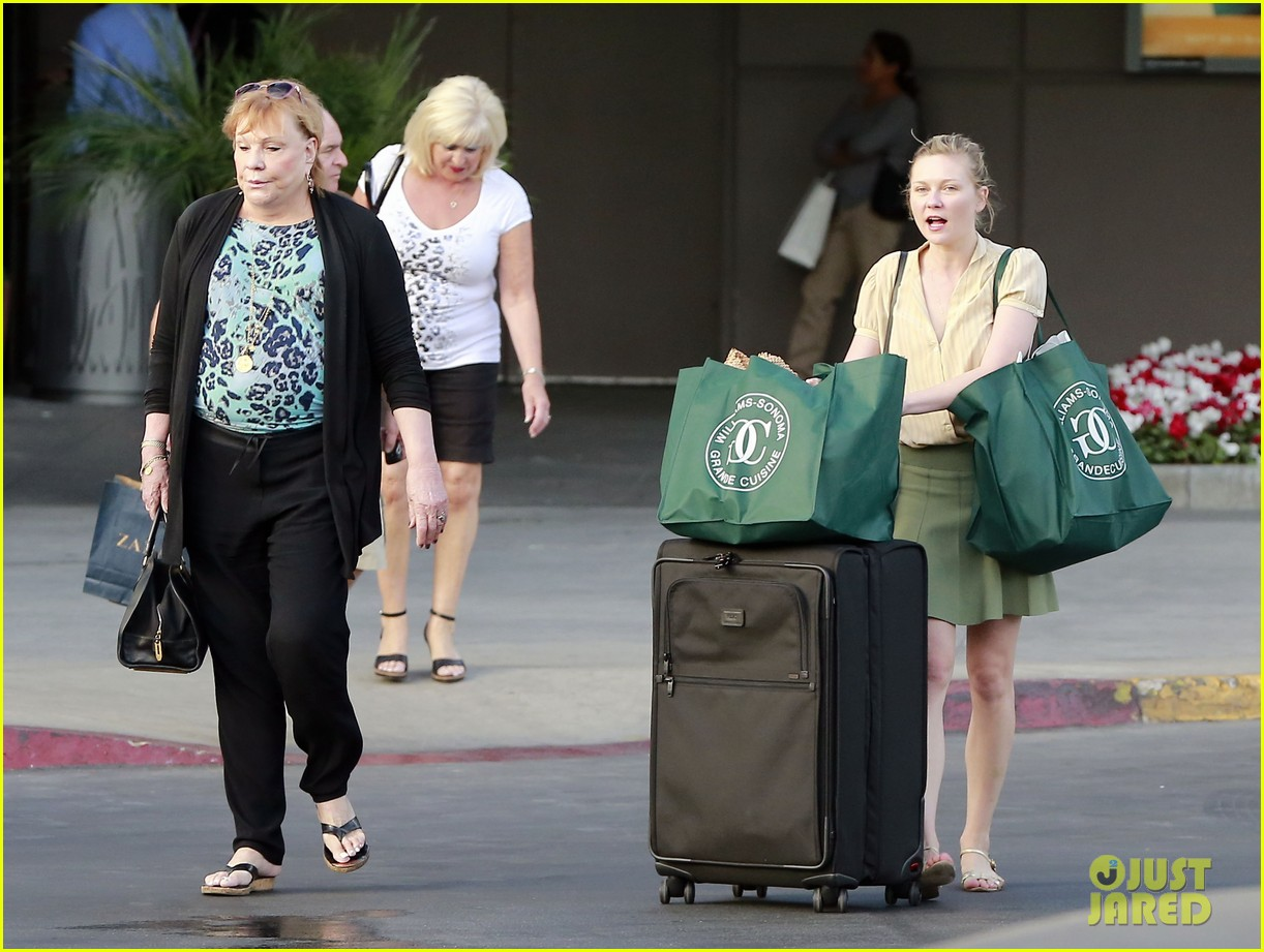 kirsten dunst mall visit with mom 152991590