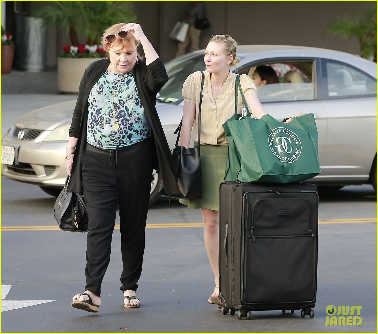 kirsten dunst mall visit with mom 162991591