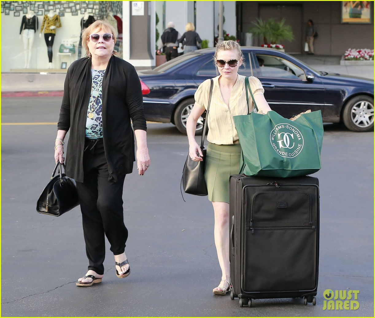 kirsten dunst mall visit with mom 182991593