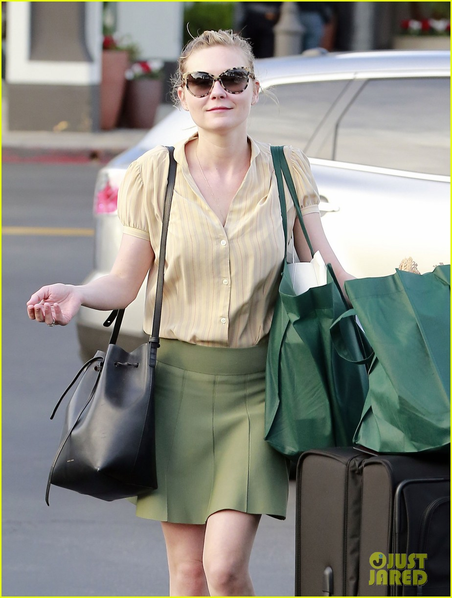 kirsten dunst mall visit with mom 222991597