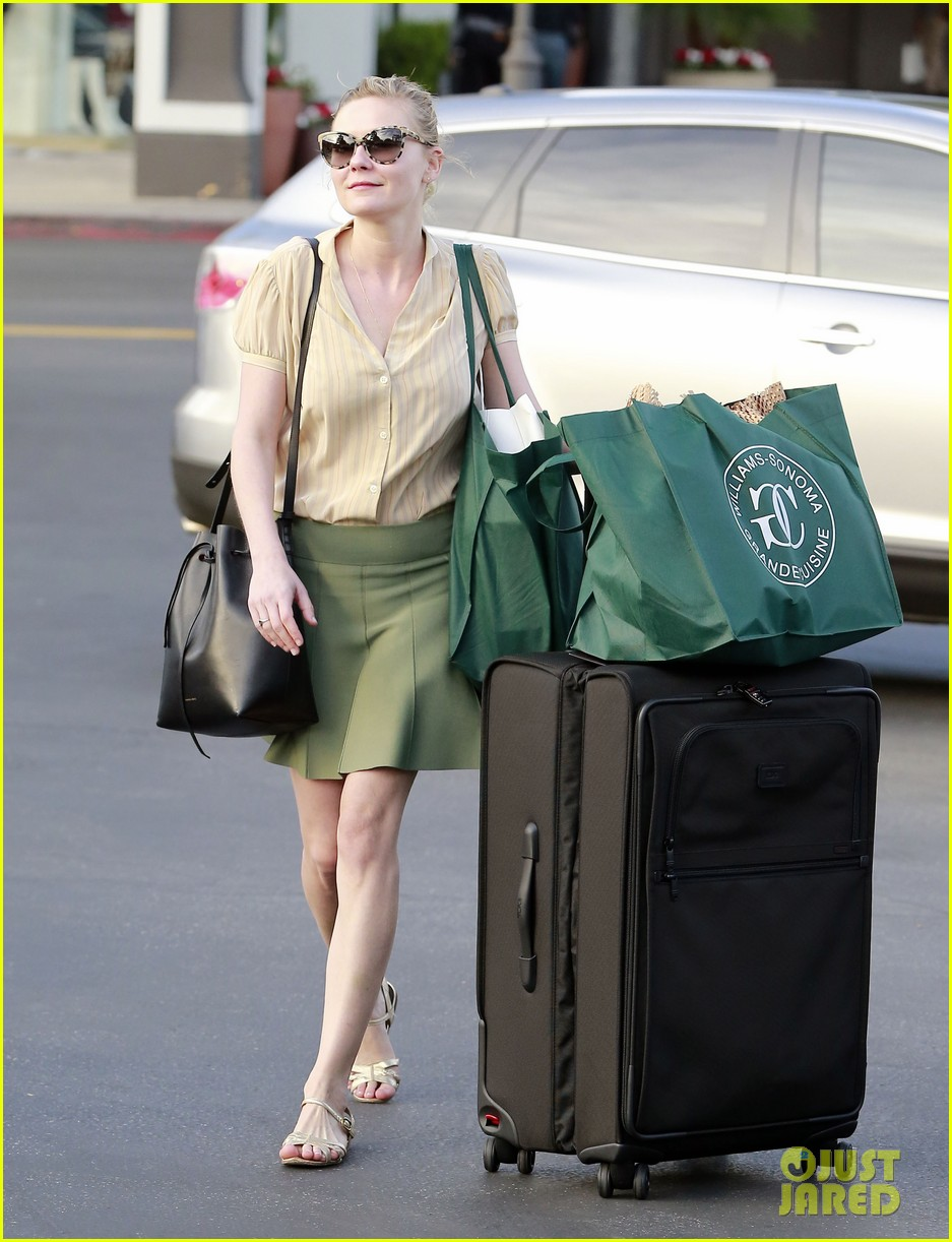 kirsten dunst mall visit with mom 232991598