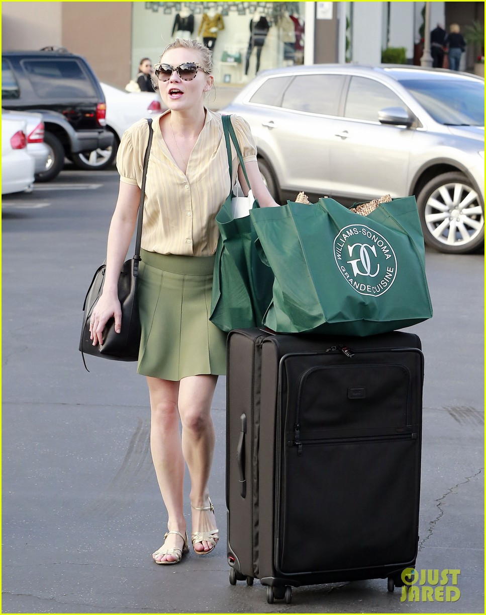 kirsten dunst mall visit with mom 242991599