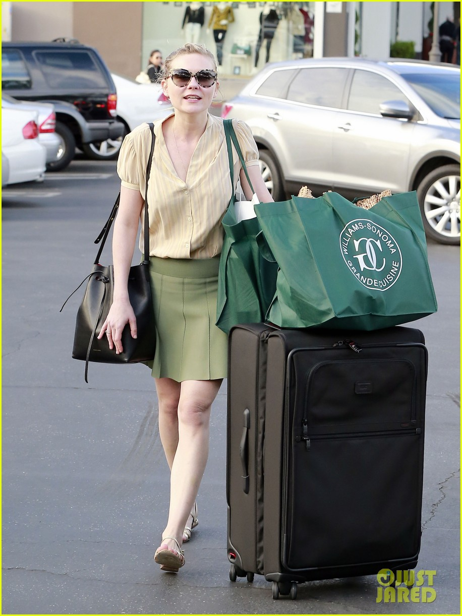 kirsten dunst mall visit with mom 252991600