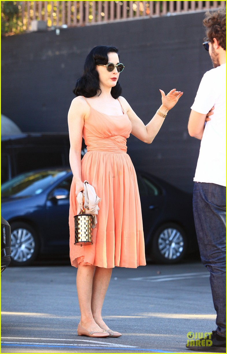 dita von teese skinny jeans are physically emotionally uncomfortable 14