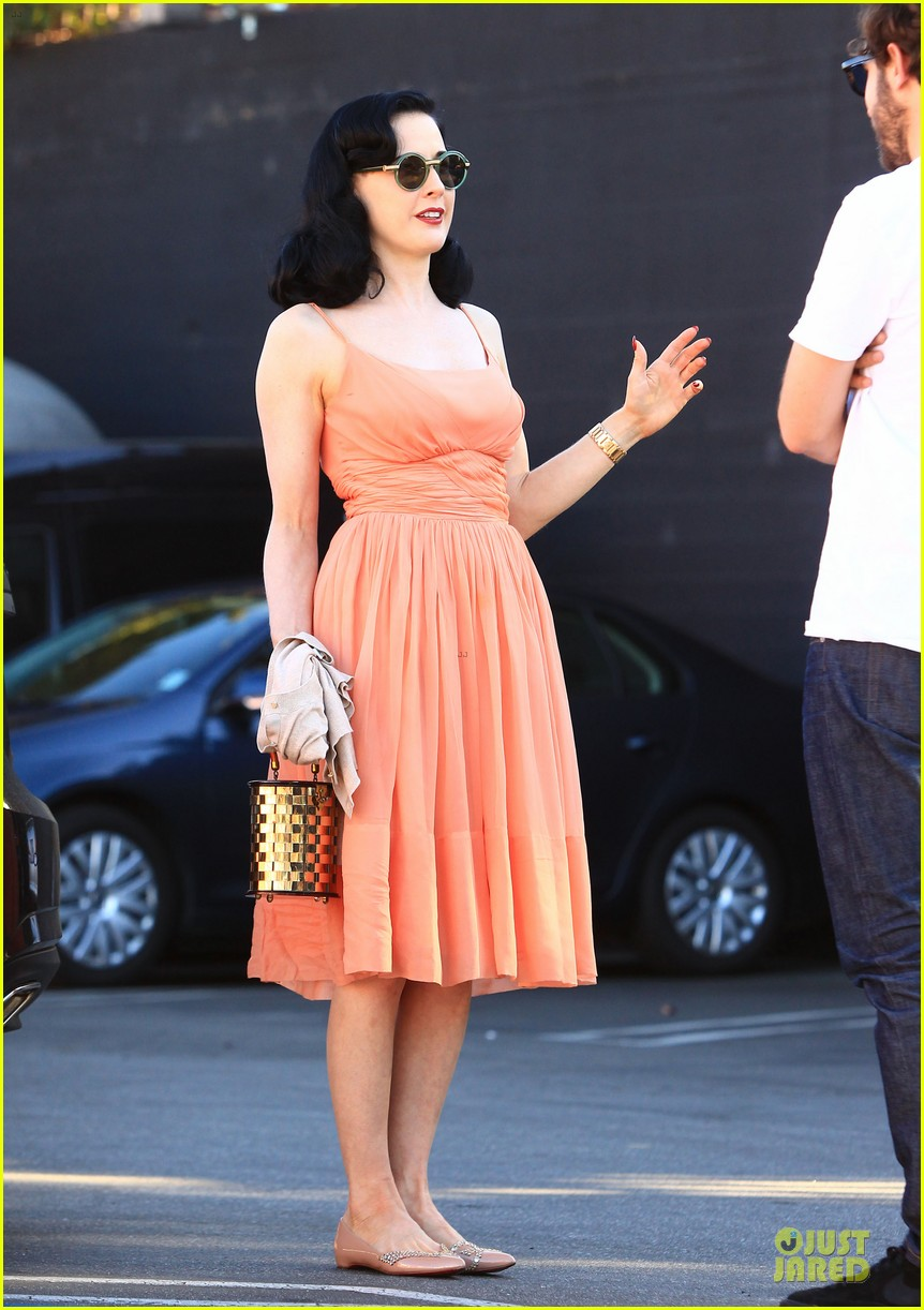 dita von teese skinny jeans are physically emotionally uncomfortable 152984654