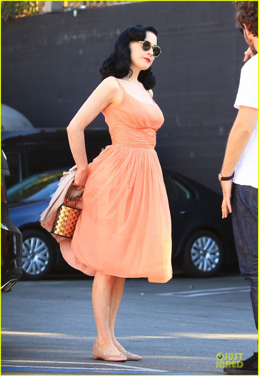 dita von teese skinny jeans are physically emotionally uncomfortable 192984658