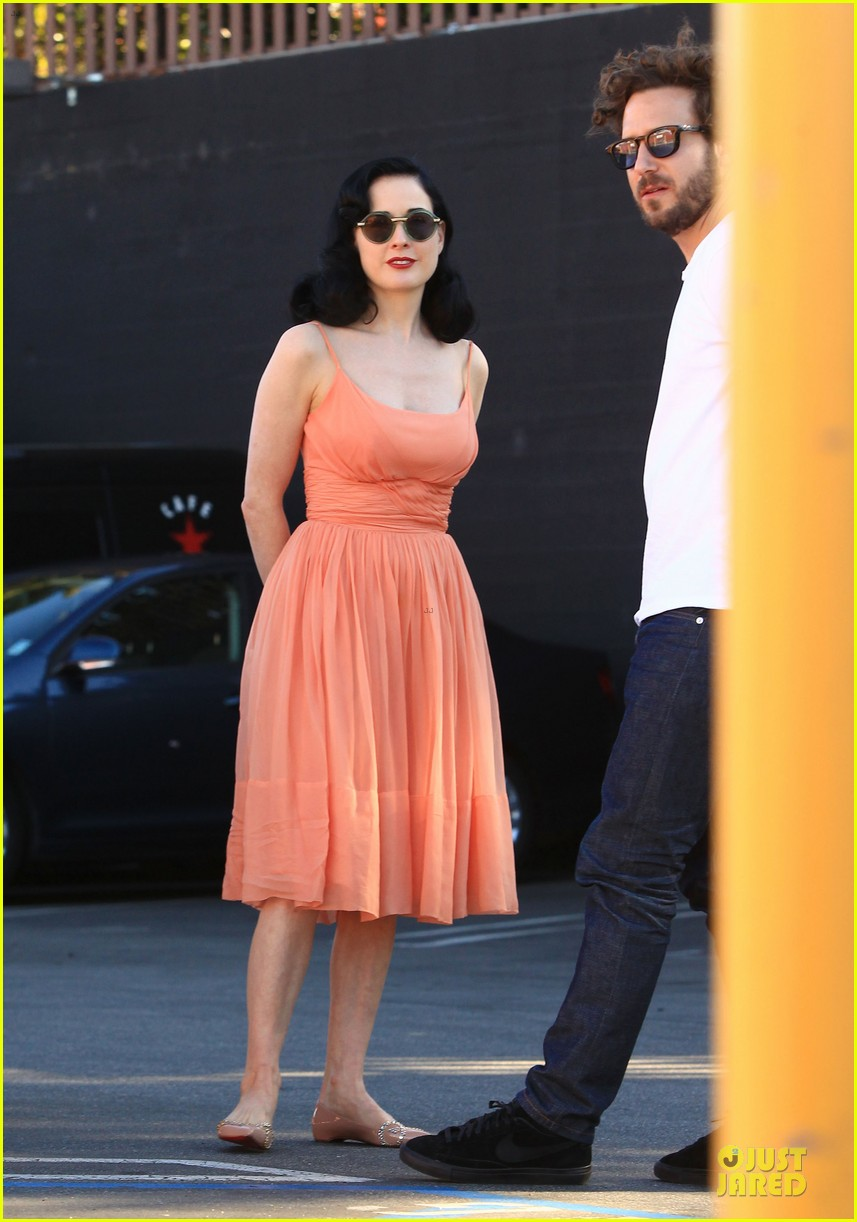 dita von teese skinny jeans are physically emotionally uncomfortable 23
