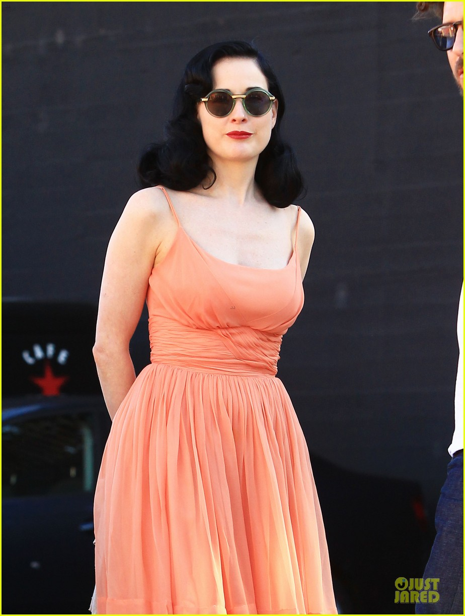 dita von teese skinny jeans are physically emotionally uncomfortable 242984663