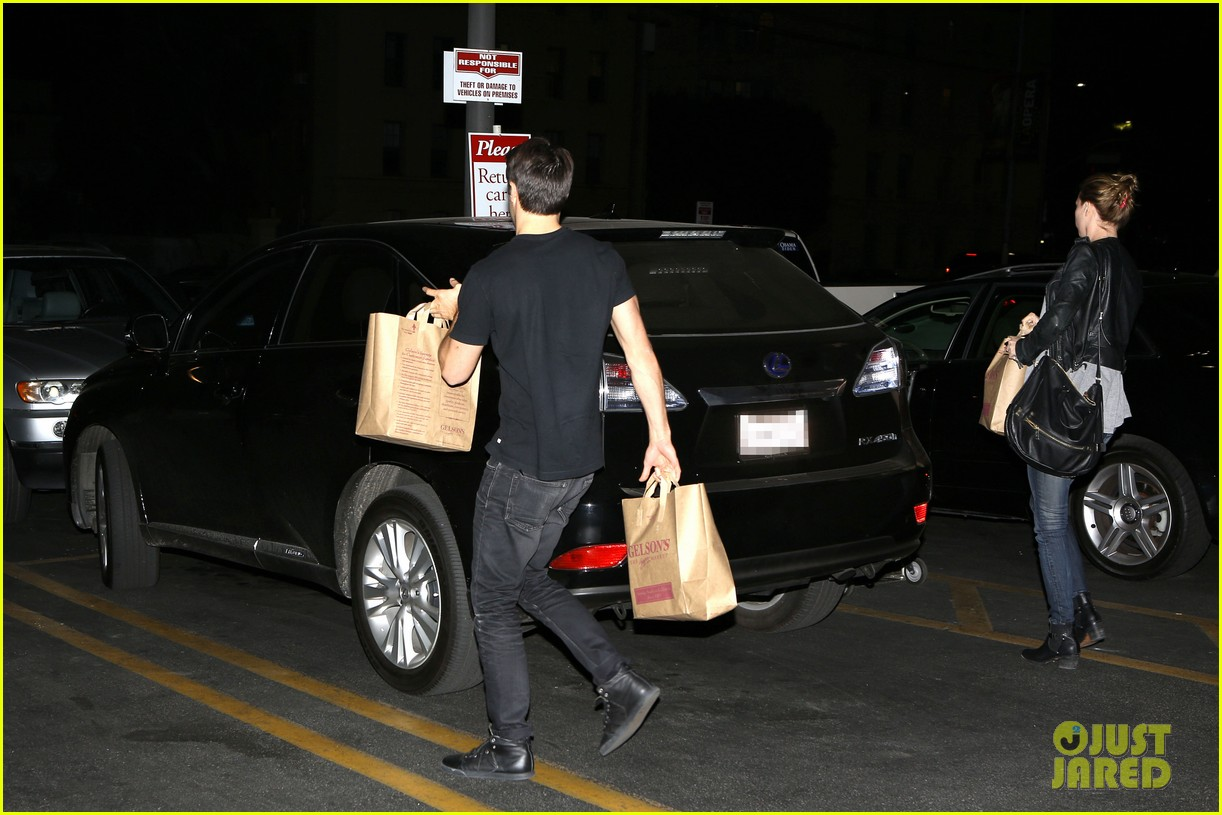 emily vancamp josh bowman grab late night groceries 032987731