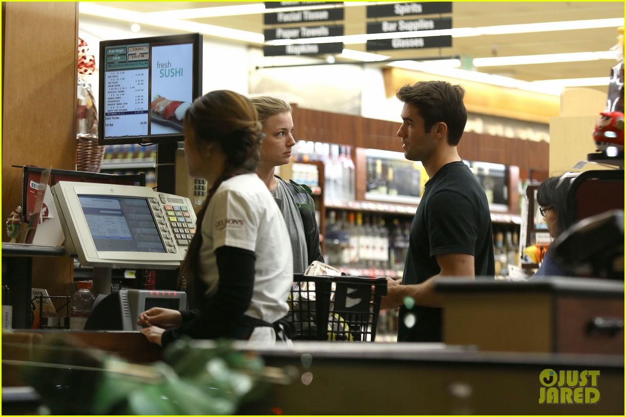 emily vancamp josh bowman grab late night groceries 112987739