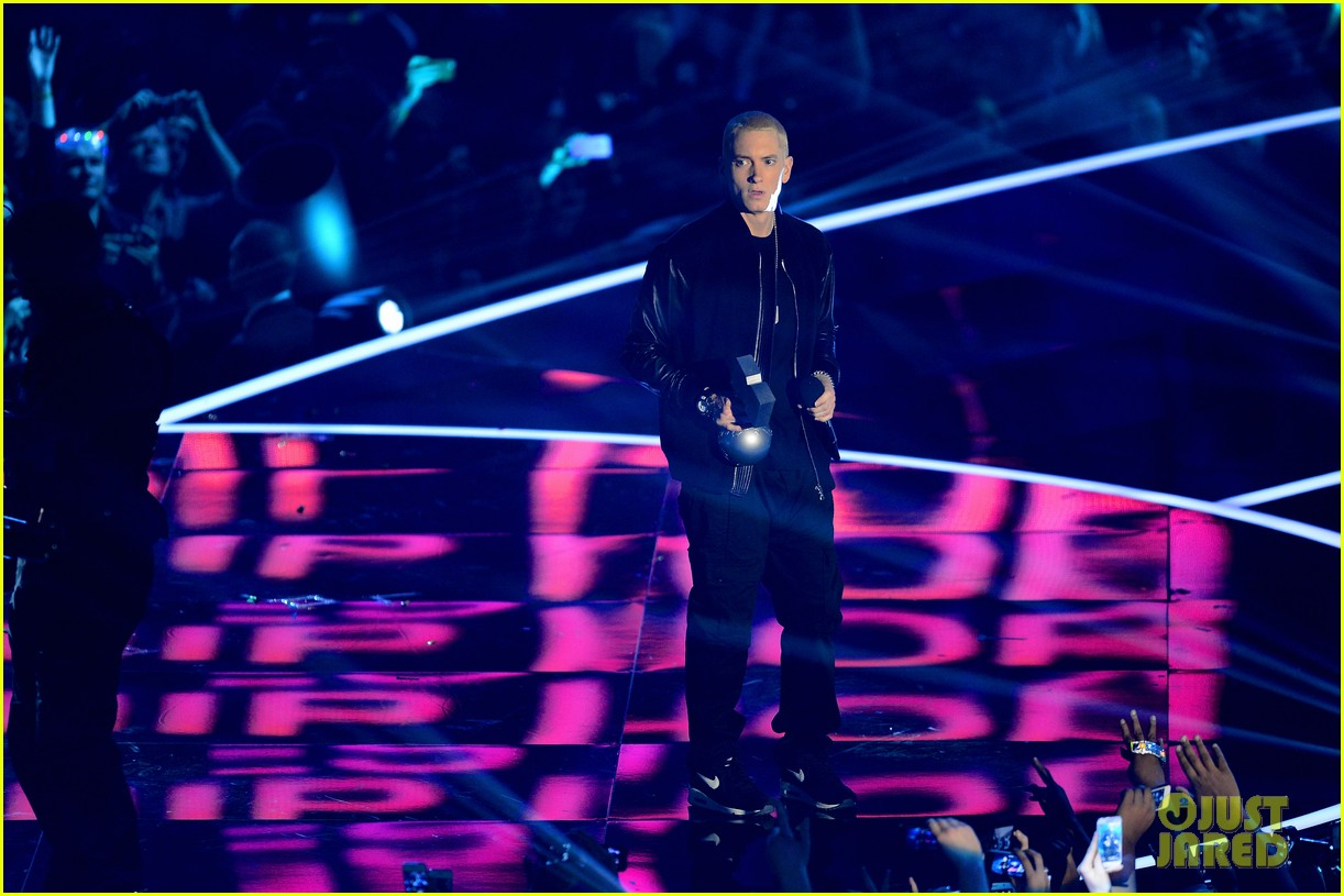 eminem performs at mtv ema 2013 video 012989980