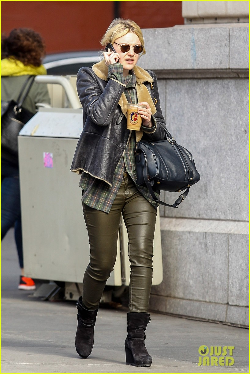 dakota fanning back in new york after franny filming 012991052