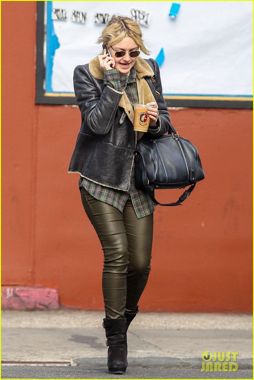 dakota fanning back in new york after franny filming 062991057
